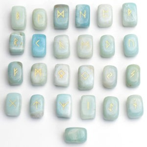 runes viking en amazonite